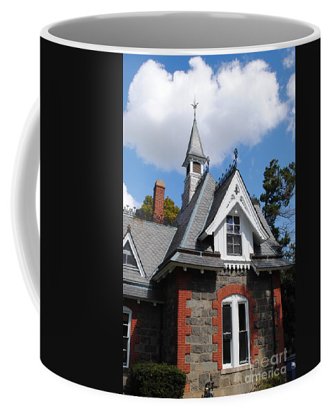 Lincoln Coffee Mug featuring the photograph Victorian At The Old Soldiers Home by Jost Houk