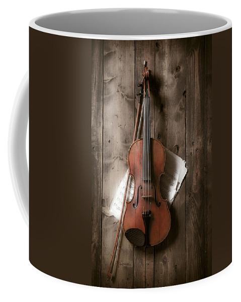 Bow Coffee Mug featuring the photograph Violin by Garry Gay