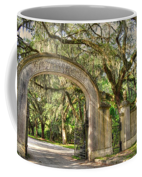 Wormsloe Coffee Mug featuring the photograph Wormsloe Gate by Linda Covino