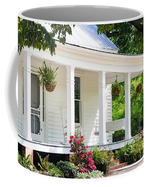Farmhouse Coffee Mug featuring the photograph Farmhouse At Mcdaniel Farm Park by Mary Ann Artz