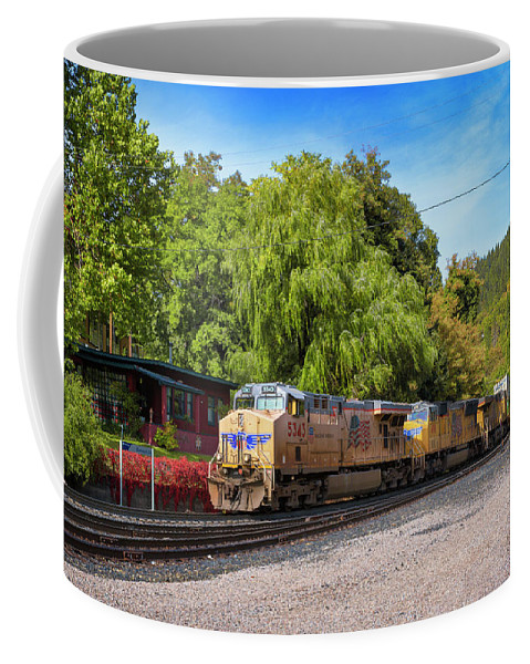 Freight Trains Coffee Mug featuring the photograph Up5343 by Jim Thompson