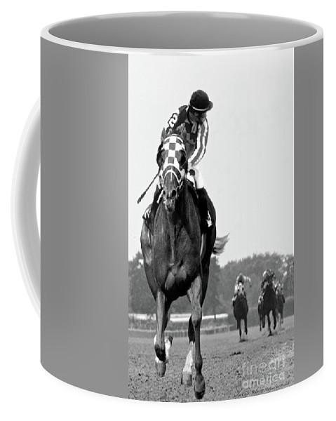Looking Back Coffee Mug featuring the painting Looking back, 1973, Secretariat, stretch run, Belmont Stakes by Thomas Pollart