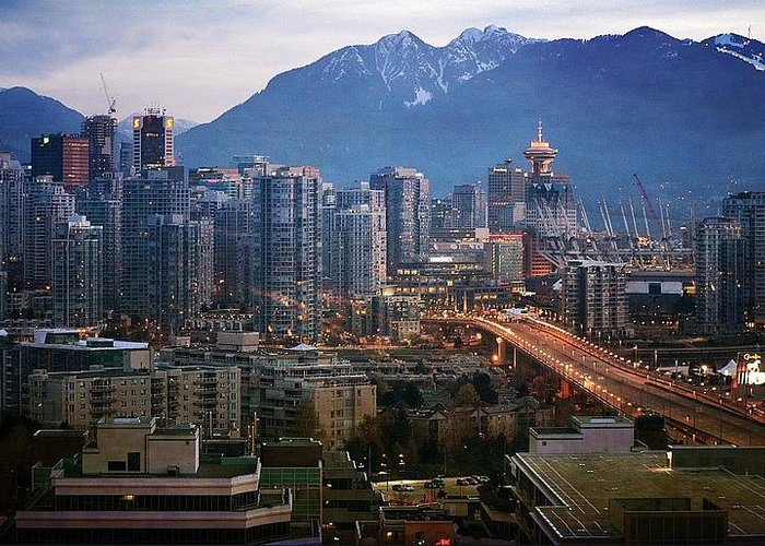 Vancouver Greeting Card featuring the photograph Sparkle by Fraida Gutovich