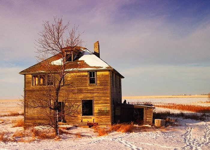 Abandoned Greeting Card featuring the photograph Abandoned House by Jeff Swan