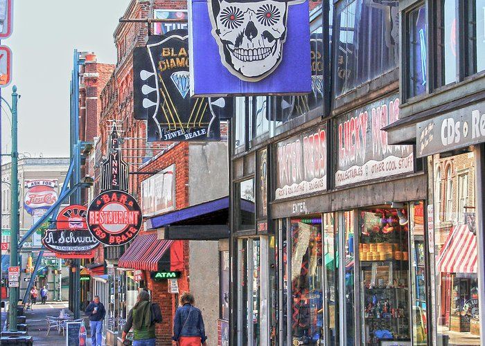 Hdr Greeting Card featuring the photograph Beale Walk by Suzanne Barber