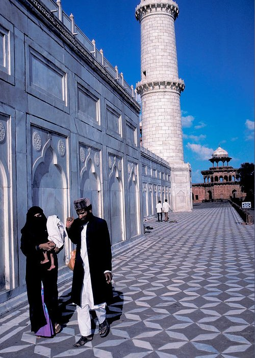 Man Greeting Card featuring the photograph Family At Taj Mahal by Carl Purcell