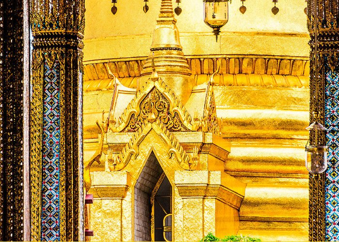 Golden Chedi Greeting Card featuring the photograph Golden Chedi - Temple Of The Emerald Buddha by Colin Utz