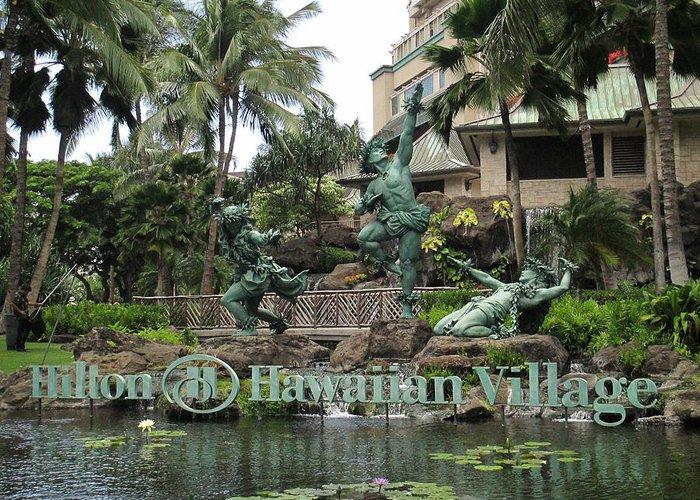 Elaine Haakenson Greeting Card featuring the photograph Hawaiian Hilton Statues by Elaine Haakenson