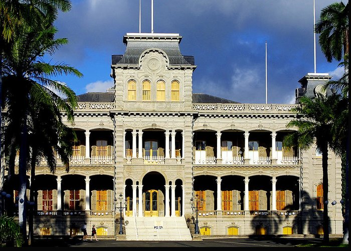 Architecture Greeting Card featuring the photograph Honolulu Old Palace Close View by Linda Phelps