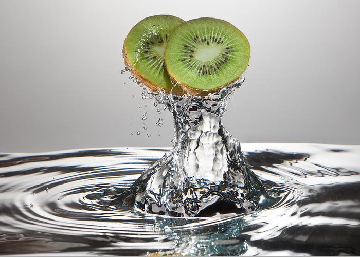 Kiwi Greeting Card featuring the photograph Kiwi Freshsplash by Steve Gadomski
