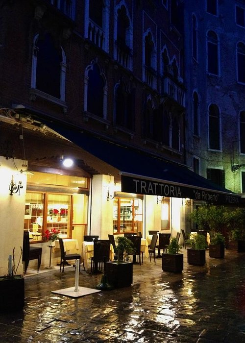 La Roberto's Trattoria Greeting Card featuring the photograph La Roberto's Trattoria On A Rainy Eve by Jan Moore