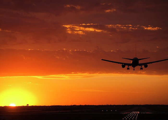 Plane Greeting Card featuring the photograph Landing Into The Sunset by Andrew Soundarajan
