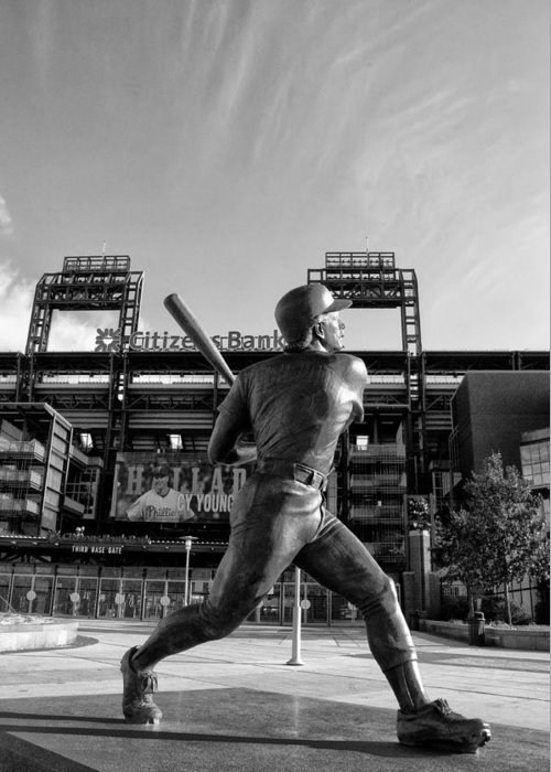 Mike Greeting Card featuring the photograph Mike Schmidt Statue In Black And White by Bill Cannon