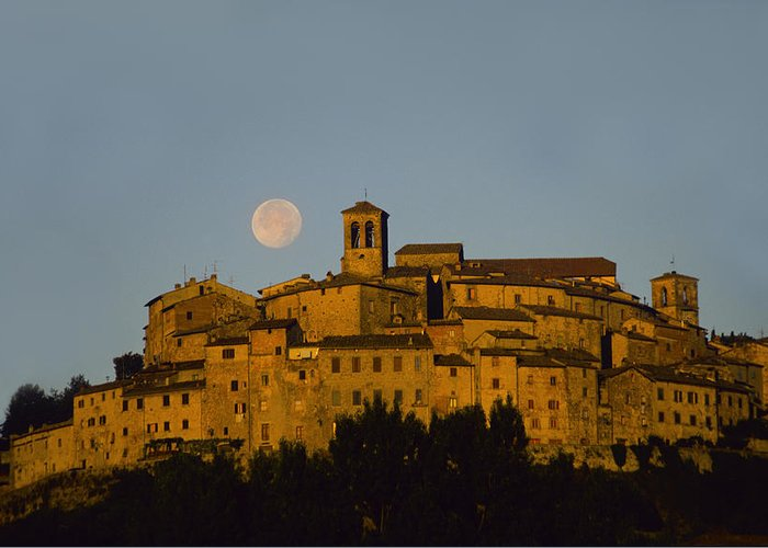 Italy Greeting Card featuring the photograph Moonrise Over Anghiarri by Susan Rovira