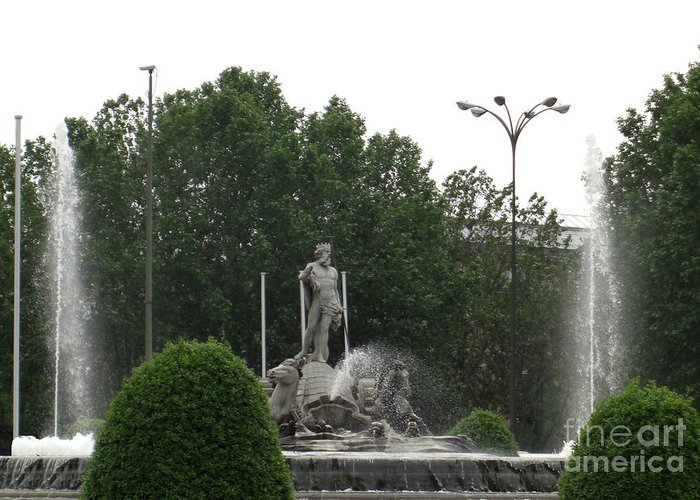 Madrid Greeting Card featuring the photograph Neptune Fountain In Madrid by Deborah Smolinske