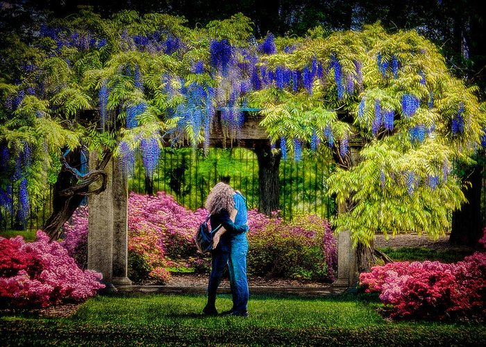 Spring Greeting Card featuring the photograph New York Lovers In Springtime by Chris Lord