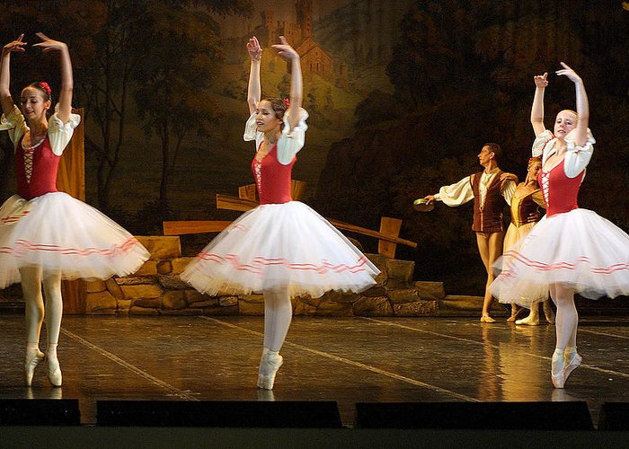 Travel Greeting Card featuring the photograph On Point Russian Ballet by Linda Phelps