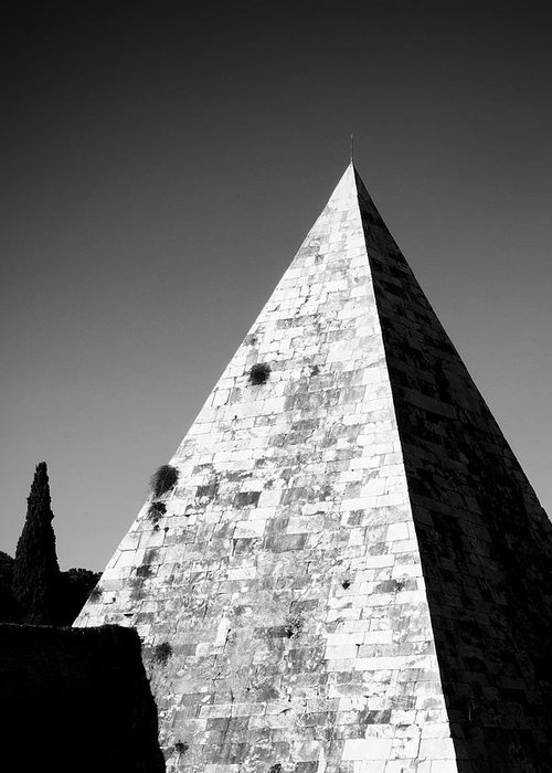 Pyramid Greeting Card featuring the photograph Pyramid Of Cestius by Fabrizio Troiani