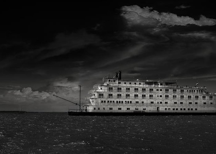 B&w Greeting Card featuring the photograph Queen Of The Mississippi by Mario Celzner