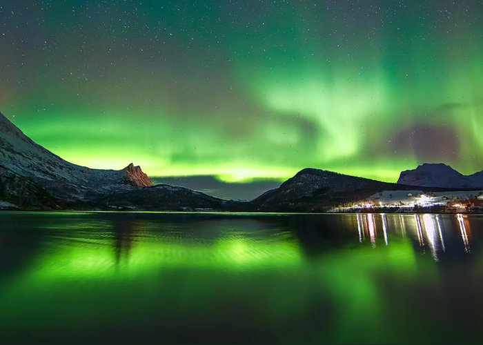 Aurora Greeting Card featuring the photograph Reflection by Anders Hanssen