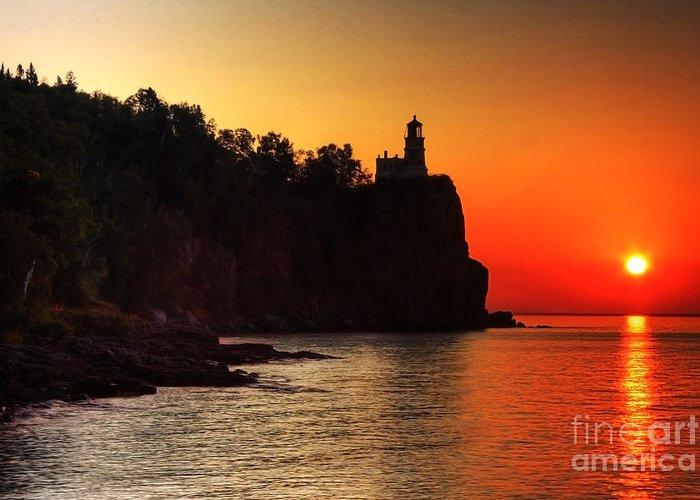 Sunrise Greeting Card featuring the photograph Split Rock Lighthouse - Sunrise by Wayne Moran
