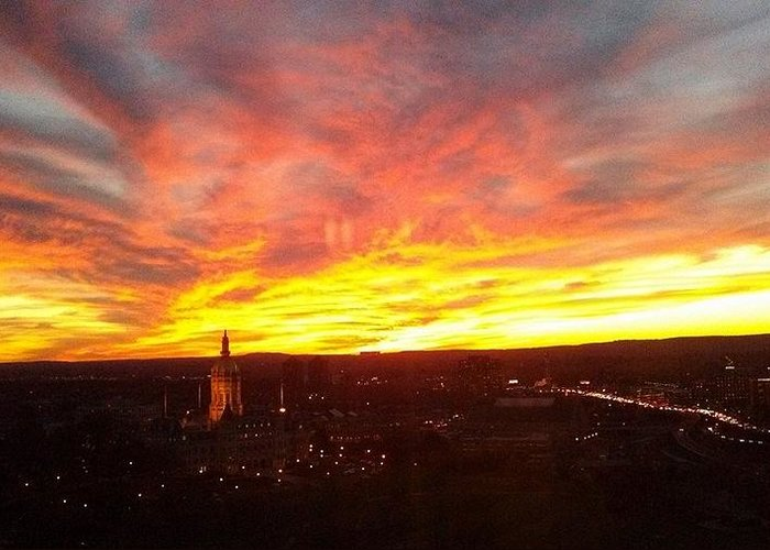 Sunset Greeting Card featuring the photograph Sunset Over Hartford by Sandra Johnson