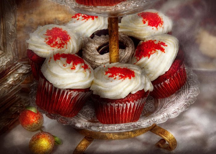 Cupcake Greeting Card featuring the photograph Sweet - Cupcake - Red Velvet Cupcakes by Mike Savad