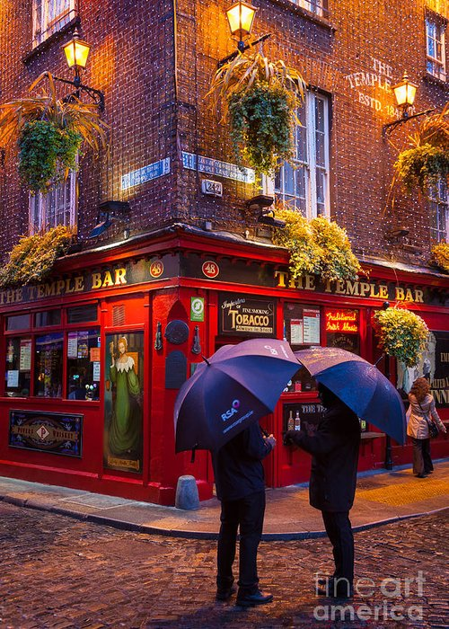 Dublin Greeting Card featuring the photograph Temple Bar by Inge Johnsson