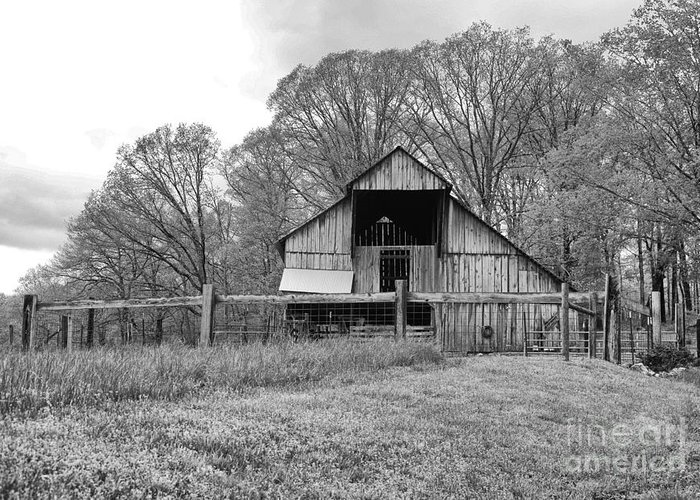 Tennessee Greeting Card featuring the photograph Tennessee Barn Bw by Chuck Kuhn