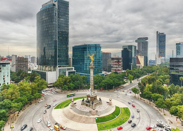 Mexico City Greeting Card featuring the photograph The Angel Of Independence, Mexico City by Sergio Mendoza Hochmann