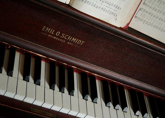 Piano Greeting Card featuring the photograph Vintage Piano by Chuck De La Rosa