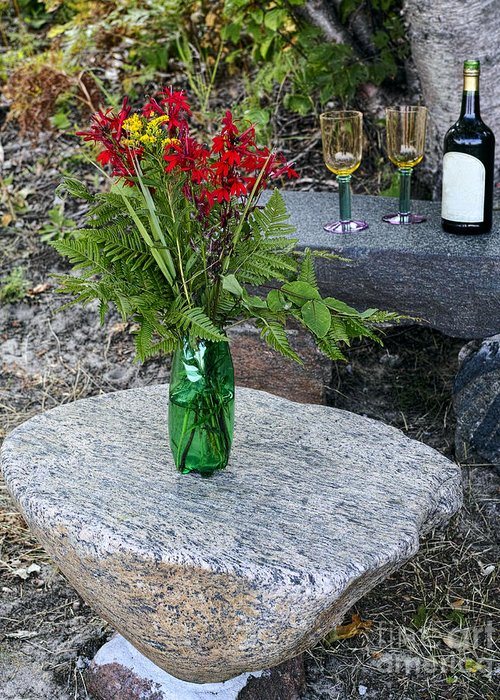 Red Greeting Card featuring the photograph Wine And Red Flowers On The Rocks by Les Palenik