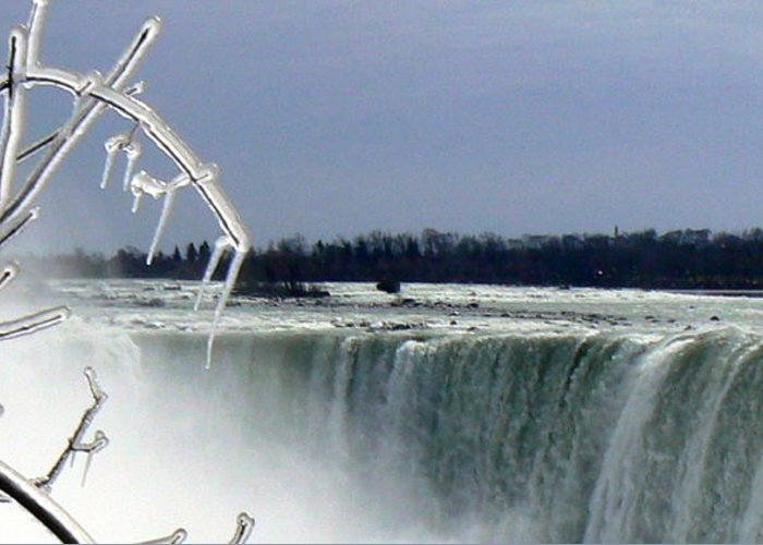 Niagra Falls Ice Water Cold Winter Greeting Card featuring the photograph Ice And Water by Loreena Rick
