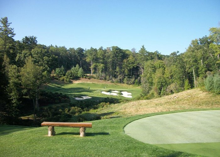 Golfing In North Carolina Greeting Card featuring the photograph 18 Th Hole by Frank Mendez