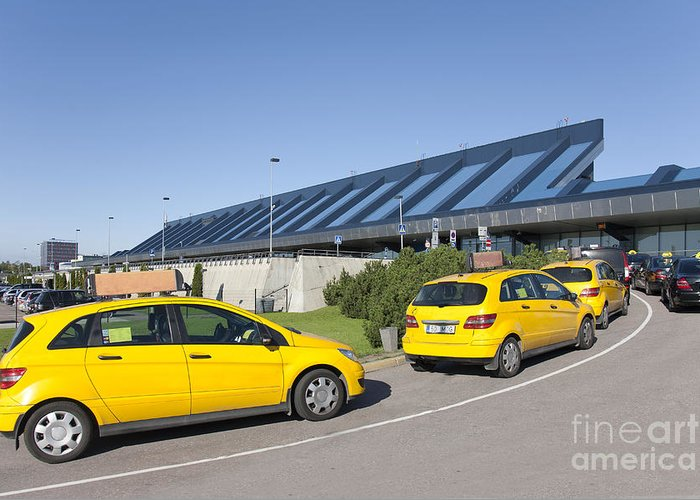 Air Travel Greeting Card featuring the photograph Cars Lining Up For Pickup At The Airport by Jaak Nilson