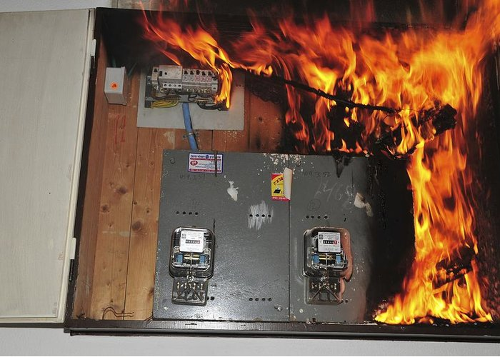 car fuse box fire wiring diagram data Fire Hose Box car fuse box on fire wiring diagram data car fuse box caught fire car fuse box fire