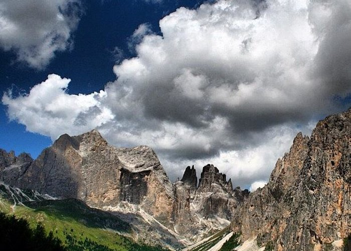 Clouds Greeting Card featuring the photograph Rosengarten by Luisa Azzolini