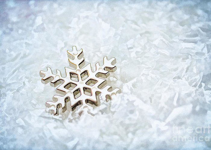 Abstract Greeting Card featuring the photograph Snowflake by Darren Fisher