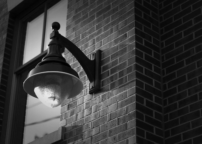 Streetlight Greeting Card featuring the photograph Streetlamp by Eric Gendron