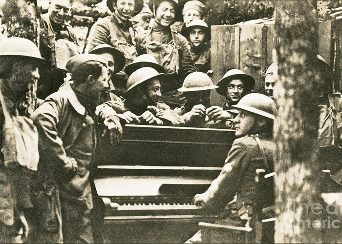 Victory Greeting Card featuring the photograph Yankee Soldiers Around A Piano by Photo Researchers