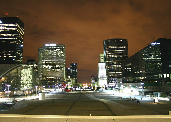 La Defense Greeting Card featuring the photograph La Defense by Hans Jankowski