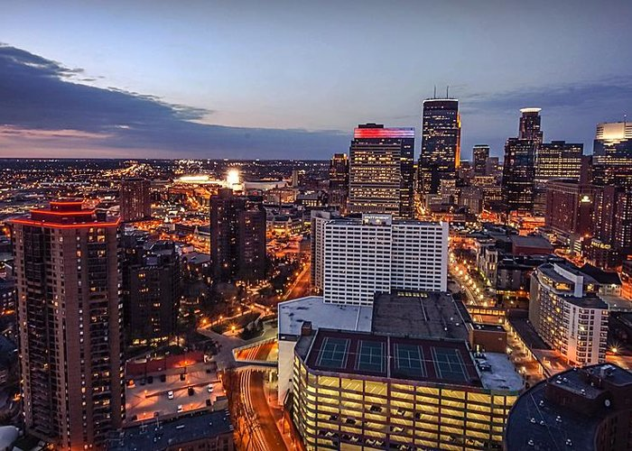 Minneapolis Greeting Card featuring the photograph Minneapolis Nights by Doug Wallick