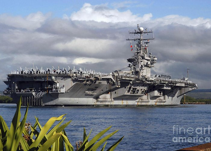 Horizontal Greeting Card featuring the photograph Aircraft Carrier Uss Abraham Lincoln by Stocktrek Images