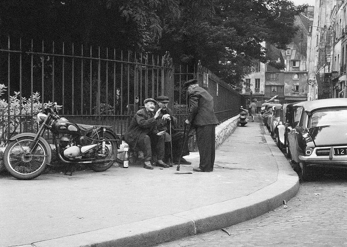 Paris Greeting Card featuring the photograph Conversation by Hans Mauli