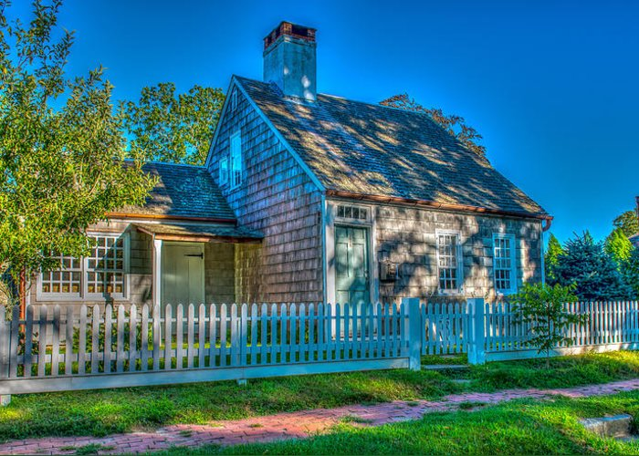 East Hampton Greeting Card featuring the photograph East Hampton Antique Cottage by Stan Dzugan