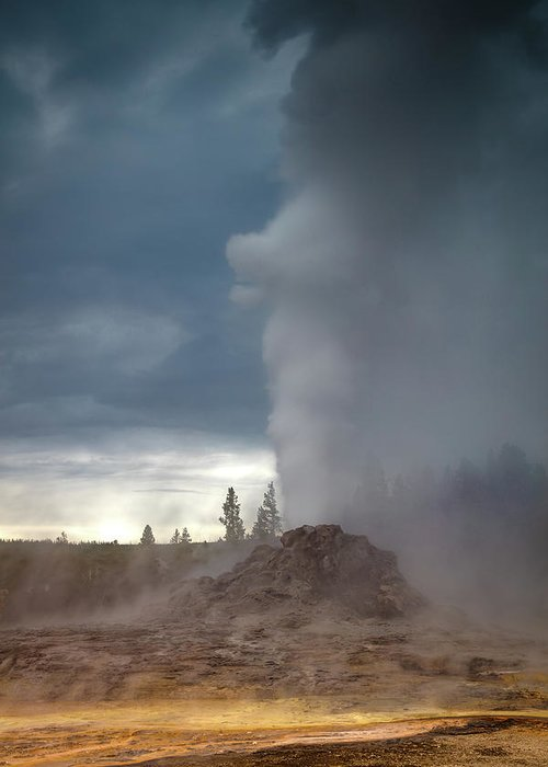 Amaizing Greeting Card featuring the photograph Eruption by Edgars Erglis