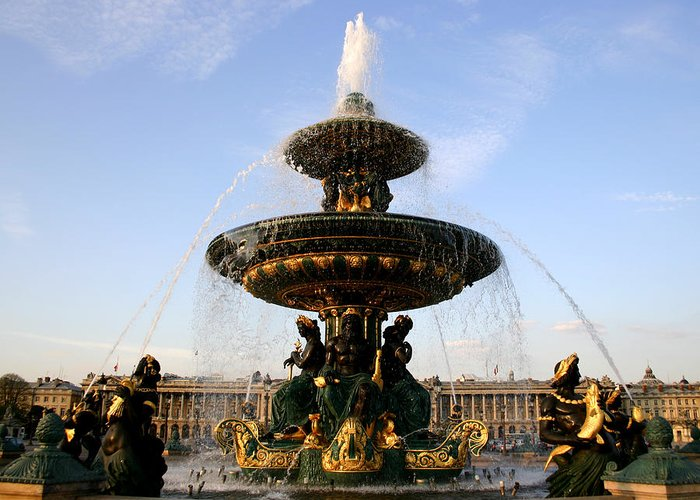 Fountain Greeting Card featuring the photograph Fountain In Paris by Hans Jankowski