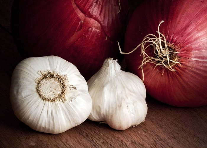 Garlic Greeting Card featuring the photograph Garlic And Onions by Tom Mc Nemar