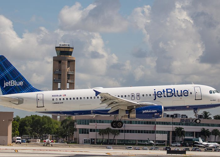 Airline Greeting Card featuring the photograph Jetblue Fll by Dart and Suze Humeston