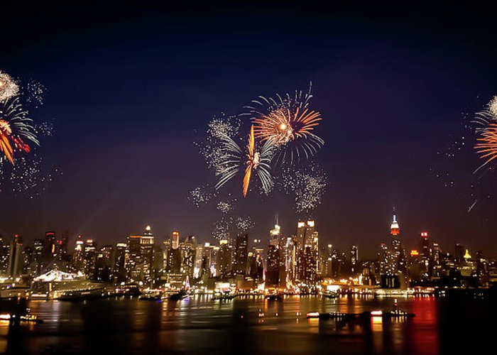 4th Of July Greeting Card featuring the photograph Macy's Fireworks Iv by David Hahn